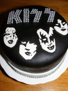 kiss band cake - For tickets to all your favourite bands - www.tikbuzz.co.uk