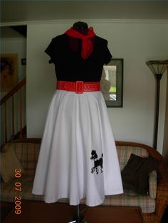 Easy Ways to Make a Poodle Skirt