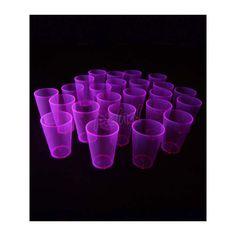 Verre gobelet de couleur fluo disponible en bleu, rouge, rose ou vert d'une contenant de 18 cl réagissant à la lumière noire UV pour les rendre brillants dans le noir.