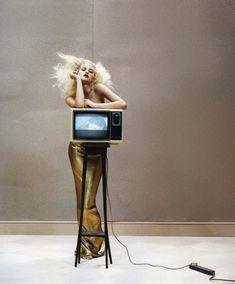Hannah Holman | Tim Gutt  #photography | Vogue UK May 2010 | via tumblr DONDE TE METISTE TODA MI VIDA?