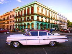 Habana Capitolio -  1959 Chevy 4 Dr. Impala - Los colores y los coches de Cuba - Surealismo tropical