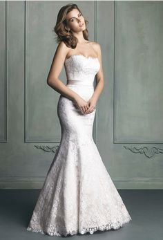 Romantic lace mermaid wedding dress.