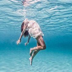 Schwerelose Unterwasser-Fotos von Elena Kalis