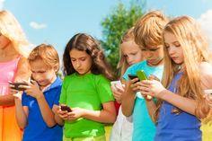 Los niños no deberían tener móviles hasta después de los 14 años, según Bill Gates