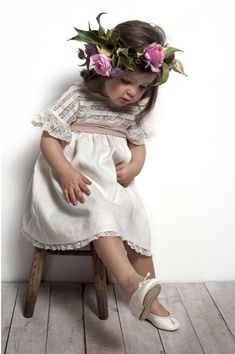 """Even Flower Girls Get Tired Feet"" Precious Children, Beautiful Children, Beautiful Babies, Flower Girls, Flower Girl Dresses, Baby Girl Fashion, Kids Fashion, Spring Fashion, Kind Photo"