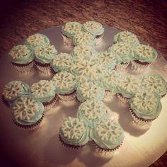 Frozen snowflake cupcake pull-apart cake by SweetsBySindy