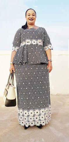 Malian Fashion bazin #Malifashion #Malianfashion #bazin #Africanfashion #Westafricanfashion #Mali #Bamako #malianwomenarebeautiful #dimancheabamako #mussoro #malianwedding #bazinriche #malianbride #lesmaliennesontbelles #lesafricainessontbelles #brodé #brocade #teinture #gala #waxoutfits #ankara #dalifini #vlisco #getzner African Wear, African Dress, Kente Styles, Latest African Fashion Dresses, Dress Sewing Patterns, Coventry, Elegant Dresses, Clothes For Women, Wedding