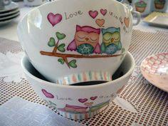 diseños de magia pura - Buscar con Google Painted Mugs, Painted Plates, Hand Painted Ceramics, Ceramic Plates, Porcelain Ceramics, Ceramic Pottery, Pottery Painting, Ceramic Painting, Stars Disney