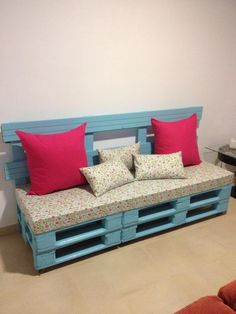 Pallet Furniture Pallet Sofa - 50 Ultimate Pallet Outdoor Furniture Ideas - Easy Pallet Ideas - how it will work by recycling those rustic pallets? Just focus a little on these DIY pallet outdoor furniture ideas, will not make your life but everyday you Outdoor Furniture Sofa, Wooden Pallet Furniture, Diy Furniture, Pallet Wood, Rustic Furniture, Backyard Furniture, Furniture Buyers, Furniture Websites, Furniture Removal