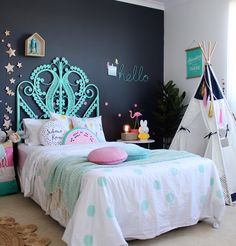 20 Fantastic Girls Bedroom Ideas (Inspiring Makeover Tips No need to be super pragmatic by directly putting traditional pink nuance to get a girly atmosphere. No worries! This is your opportunity to turn the ordinary bedroom into a Very special retreat. Teenage Girl Bedroom Designs, Teenage Girl Bedrooms, Little Girl Rooms, Girls Bedroom, Bedroom Decor, Kids Bedroom Ideas For Girls Tween, Bedroom Black, Trendy Bedroom, Kids Bedroom Princess