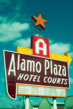 Alamo Plaza Hotel Courts ~ Retro Neon Sign