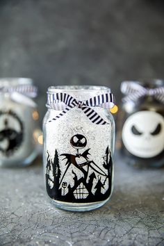 How to make The Nightmare Before Christmas mason jar luminaries. DIY glitter mason jars decorated with vinyl Jack Skellington desings. Halloween Mason Jars, Christmas Mason Jars, Halloween Diy, Christmas Diy, Black Christmas, Holiday Crafts, Wine Bottle Crafts, Mason Jar Crafts, Mason Jar Diy