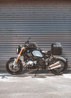 Legend Gear. The new retro luggage line for motorcycles by SW-MOTECH. The Legend Gear Tail Bag LR2 offers lots of stowage space, nevertheless its compact height allows the bag to to play well with the styling of current retro bikes and cafe racers. For more information visit legend-gear.com #BMW #RnineT