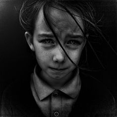 Can sadness be beautiful? Lee Jeffries, an amateur photographer proved it with his uncompromising photography. Lee started in photographing homeless people in powerful black and white giving a drama to his portraits. Lee Jeffries, Foto Portrait, Portrait Photography, People Photography, Emotional Photography, Portrait Art, Children Photography, Black And White Portraits, Black And White Photography