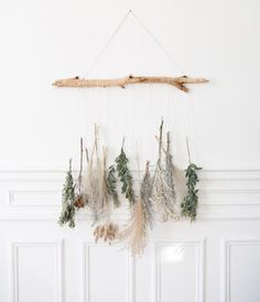 Revival of dried flowers Beachwood's interest Wall decoration is part of Flower wall decor - Green Wall Decor, Flower Wall Decor, Diy Wall Decor, Flower Decorations, Diy Home Decor, Green Decoration, Christmas Diy, Christmas Decorations, Holiday Decor