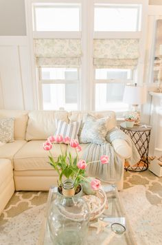 Creating faux Roman shades using just fabric and inexpensive tension rods is an affordable way Interior Decorating Styles, Decorating Small Spaces, Home Decor Trends, Home Decor Styles, Diy Home Decor, Room Decor, Decorating Rooms, Decor Ideas, Interior Designing