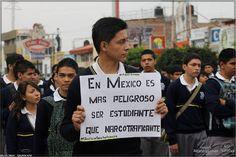 La situación política y social en México continúa siendo alarmante. A más de dos meses de la desaparición de los 43 estudiantes de Ayotzinapa por reclamar sus derechos, el Estado sigue sin poder esclarecer el hecho. El hallazgo de numerosas fosas comunes, la continua represión a la protesta estudiantil y el papel central del narcotráfico en clara alianza con el poder y sus fuerzas represivas, desnudan una situación de crisis en el país del norte del continente.