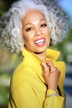 The Best in Hairstyles 2018 - Your hair style has become an integral part of your entire fashion. For many women, having a great hair style would be very Silver Grey Hair, Gray Hair, White Hair, Honey Blond, Silver Haired Beauties, Curly Hair Styles, Natural Hair Styles, Natural Beauty, African American Hairstyles