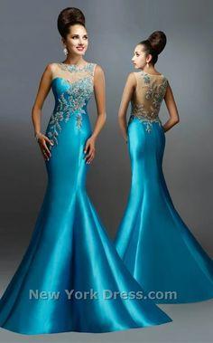 Awesome Evening Gowns Backless Ideas for Bride looks More Elegant - Dresses/Kleider - Abendkleid Designer Formal Dresses, Formal Gowns, Long Gowns, Beautiful Evening Gowns, Beautiful Dresses, Affordable Dresses, Elegant Dresses, Mode Glamour, Bridesmaid Dresses