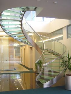 Curved Stairs Modern Design Ideas For 2019 Modern Stair Railing, Staircase Railings, Curved Staircase, Modern Stairs, Glass Stairs, Concrete Stairs, Spiral Stairs Design, Staircase Design, Interior Stairs