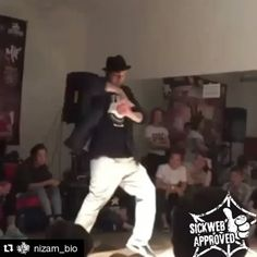 His waves make the crowd go WOOH!         SICKWEB APPROVED        Dbl tap  if you like this post  #dancelife #sickwebmedia #sickwebstreetdance #streetdance #streetdancer #ilovedancing #dimestopping #funkstyles #popping #poppingdance #poppindance #poplock #poplocking #dubstepdancer #dubstepdance #animationdance #botting #robot #waving #wavingwednesday  Something SICK is Coming sickwebmedia.com  TAG YOUR HOMIES  FOLLOW HIM  - @nizam_bio -  Judge Solo at Battle M