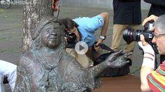 Tana-Schanzara-Denkmal: Einweihung des Denkmals für die Kohlenpott-Duse Tana Schanzara vor dem Schauspielhaus Bochum.