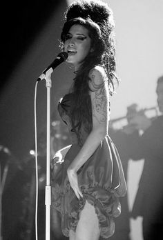 Amy Winehouse would have been 29 today - 14 September.It's a day to look back and celebrate the soul sensation and lyrical genius' musical legacy, but it also marks the Amy Winehouse Foundation's firs. Music Love, Music Is Life, Jimi Hendricks, Blues, Foto Top, Trend Fashion, Fashion Art, Music Icon, Hollywood Actresses
