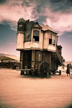 absolutely amazing and very neo-victorian steampunk which i absolutely love, it reminds me of howle's moving castle and i would love to make a miniature replication of that! Gypsy Caravan, Gypsy Wagon, Gypsy Living, Gypsy Life, Howls Moving Castle, House On Wheels, Victorian Homes, Amazing, Exterior