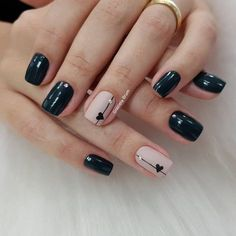 Adding some glitter nail art designs to your repertoire can glam up your style within a few hours. Check our fav Glitter Nail Art Designs and get inspired! Fancy Nails, Trendy Nails, Cute Nails, Gelish Nails, Nail Manicure, Nail Polish, Simple Nail Art Designs, Short Nail Designs, Minimalist Nails