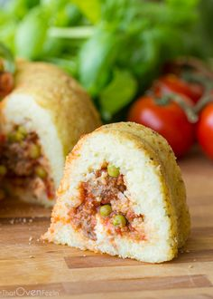 Sartù di Riso (Meatball, Sausage, and Rice Timbale) in a bundt pan Rice Dishes, Food Dishes, Main Dishes, Tomato Sauce For Meatballs, Pork Recipes, Cooking Recipes, Bundt Cake Pan, Italian Pasta Recipes, I Love Food