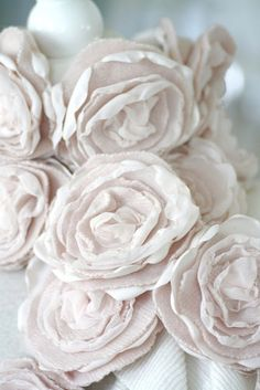 cashmere roses by ozma of odds Fabric Flower Pins, Fabric Ribbon, Fabric Paper, Fabric Crafts, Fabric Roses, Ribbon Flower, Silk Roses, Fake Flowers, Diy Flowers