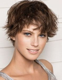 rövid frizurák - kócos női frizura