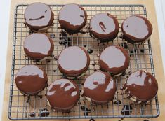 Islere cu ciocolata - Desert De Casa - Maria Popa Creme Caramel, Sweets Recipes, Deserts, Pudding, Cooking, Food, Cucina, Kochen, Essen