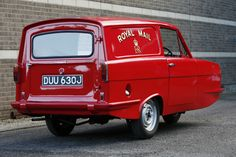 Reliant Robin - The Classic Three Wheel Van. Perfect for conversion into a Vegan Ice Cream & Vegan Hot Dogs Classic Trucks, Classic Cars, Cool Car Drawings, Microcar, Weird Cars, Strange Cars, Old Commercials, Cool Vans, Vintage Vans