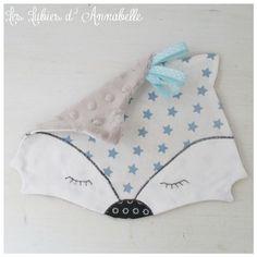 Doudou plat à étiquettes thème loup blanc jouet 1er âge Baby Couture, Couture Sewing, Sewing Toys, Baby Sewing, Baby Staff, Diy Bebe, Bebe Baby, Creation Couture, Baby Bibs