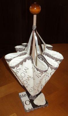 porte serviettes d coratif de forme parapluie r alis en. Black Bedroom Furniture Sets. Home Design Ideas