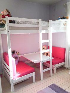 Hoppekids etasjeseng jumbo / køyeseng / jenteseng ROSA | FINN.no Room Design Bedroom, Kids Bedroom Designs, Home Room Design, Room Ideas Bedroom, Baby Room Decor, Bedroom Decor, Twin Girl Bedrooms, Girls Bedroom, Dope Rooms