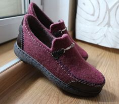 Felt Boots, Wool Shoes, Felted Slippers, How To Make Shoes, Loafers Men, Shoe Boots, Oxford Shoes, Dress Shoes, Patchwork Quilting