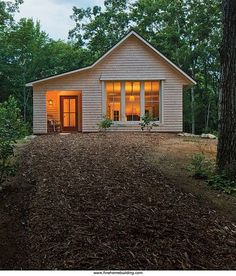 A simple approach to building a super efficient house starts with six key elements. House built to withstand a Maine winter. Not tiny, but good ideas for small houses. | Tiny Homes