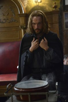 Sleepy Hollow Season 2 Photos - Ichabod Crane