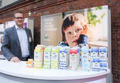 ARLA OY Maitoa, jolla on koti Suomessa. Arlan uudet maitodesignit kertovat maidon alkuperästä. Nyt saatavilla myös  Hämeenlinnan ja Sipoon meijerien lähitiloilta kerättyä maitoa, joka ei matkustele. Maidoissa on kaikki tallella, kaikki maidon proteiini ja muu hyvä.