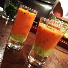 Que tal preparar uma sopa de tomate com guacamole para receber os amigos em casa ou preparar para o Dia das Mães sem ter muita dor de cabeça.