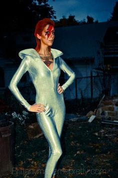 Ziggy Stardust Girl - Real Time - Diet, Exercise, Fitness, Finance You for Healthy articles ideas Halloween Makeup, Halloween Costumes, Halloween Ideas, Secret Garden Parties, Running Costumes, Ziggy Stardust, David Bowie, Cosplay, Costume Ideas