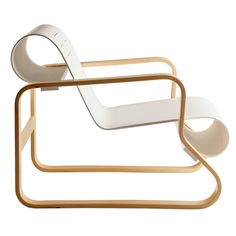 Modern looking armchair Paimio was designed in 1932 by Finnish designer Alvar Aalto one of the founders of Artek. The chair is back angled bec Alvar Aalto, Nordic Design, Scandinavian Design, Swedish Design, Poltrona Design, Wood Furniture, Furniture Design, Cheap Furniture, Furniture Vintage