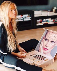 """15k Likes, 575 Comments - ANDREA BELVER (@andreabelverf) on Instagram: """"Claudia Schiffer Make up is OUT NOW!  ¿Sabías que ha lanzado una colección limitada de maquillaje?…"""""""