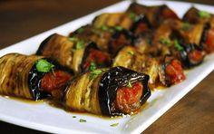 Eggplant rolls with olive oil - Shellfish Recipes Iftar, Eggplant Rolls, Eggplant Dishes, Vegetarian Recipes, Cooking Recipes, Shellfish Recipes, Turkish Recipes, C'est Bon, Appetizer Recipes