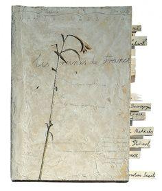 Anselm Kiefer, Les Reines de France, 1996, Fusain, crayon, émulsion, acrylique, fleurs séchées et plantes sur carton, 101 x 90 x 9 cm. © Anselm Kiefer Photo © Atelier Anselm Kiefer