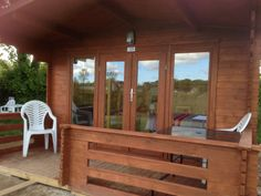 book your cosy cabins now on 01726 882540 or www.meadow-lakes.co.uk