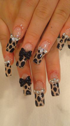 Would b cute if the tip part was at the bottom....like the base....I'm not a fan of super long nails....
