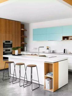 Small Kitchen Ideas - Small kitchen design and ideas for your small house or apartment, stylish and efficient. Modern kitchen ideas - with island and storage organization Two Tone Kitchen, New Kitchen, Kitchen Dining, Kitchen Decor, Kitchen Ideas, Kitchen White, Kitchen Cabinets, Country Kitchen, Smart Kitchen